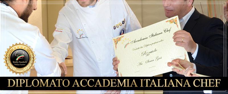 Diplomato riceve certificato di Pizzaiolo.